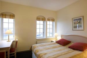 En eller flere senge i et værelse på Tornøes Hotel