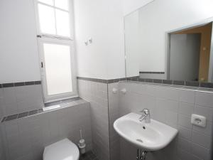 A bathroom at Pathpoint Cologne - Backpacker Hostel