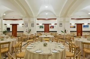 A restaurant or other place to eat at Domus Australia