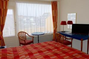 Télévision ou salle de divertissement dans l'établissement Hotel Prins Maurits