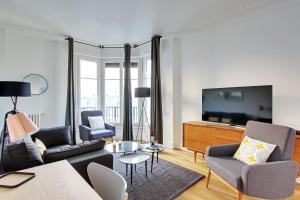 Een zitgedeelte bij Pick A Flat's Apartment in Saint Michel - rue du Sommerard