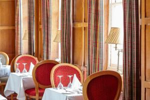 A restaurant or other place to eat at Royal York & Faulkner Hotel