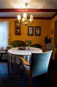En restaurant eller et spisested på Austkil gjestegård