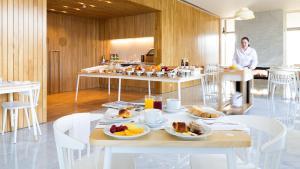 Um restaurante ou outro lugar para comer em Hotel Minho