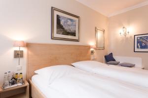 Ein Bett oder Betten in einem Zimmer der Unterkunft Hotel Sollner Hof