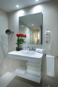 A bathroom at Barceló Bilbao Nervión