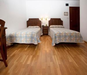 A bed or beds in a room at Hotel Avenida