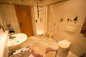 Ein Badezimmer in der Unterkunft Ferienwohnung Meisenthal nähe Nürburgring