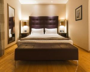 A bed or beds in a room at Comfort Hotel Fiumicino Airport