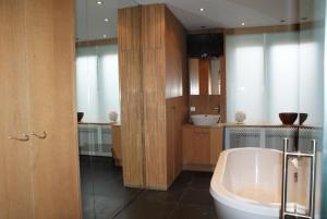 Salle de bains dans l'établissement App De Panne 2