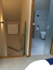 A bathroom at York Aparthotel