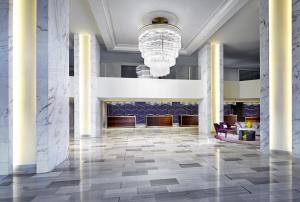 The lobby or reception area at Sheraton Gateway Los Angeles
