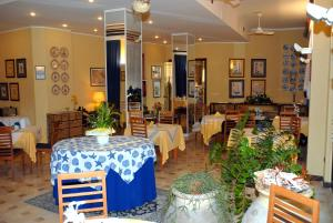 A restaurant or other place to eat at Hotel Solemare