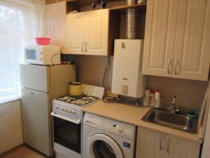Кухня или мини-кухня в Апартаменты Ораниенбаум
