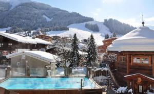 Hotel Alpine Palace during the winter
