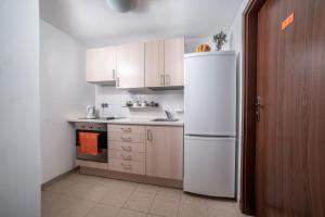A kitchen or kitchenette at Gim Apartments by Simpleo