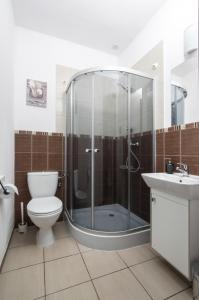 A bathroom at Gim Apartments by Simpleo