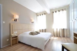 Un ou plusieurs lits dans un hébergement de l'établissement Hotel Restaurant Du Commerce