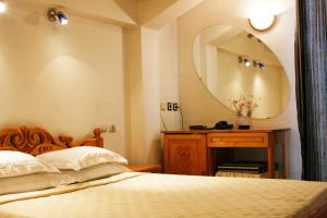 A bed or beds in a room at Park Hotel Amfora