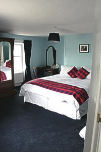 A bed or beds in a room at The Harbour Inn