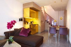A seating area at abito Suites