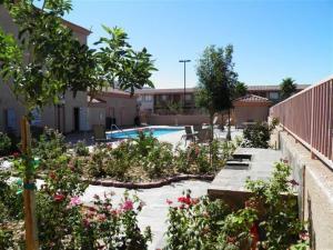 Het zwembad bij of vlak bij Death Valley Inn & RV Park