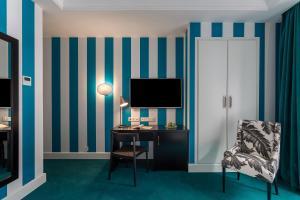 Телевизор и/или развлекательный центр в Room Mate Valeria