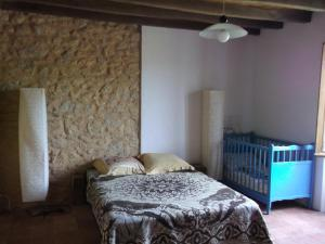 A bed or beds in a room at Gite Tauzia