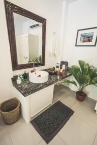 Salle de bains dans l'établissement Evolution Dive and Beach Resort