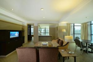 A seating area at Pacific Regency Hotel Suites