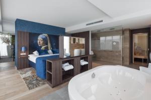 A bathroom at Van der Valk Hotel Haarlem
