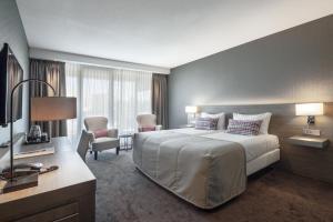 A bed or beds in a room at Van der Valk Hotel Haarlem