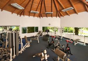 Gimnasio o instalaciones de fitness de Ocean Blue & Sand Beach Resort - All Inclusive