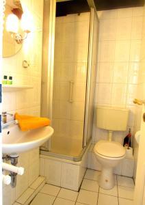 A bathroom at Spiekerhof