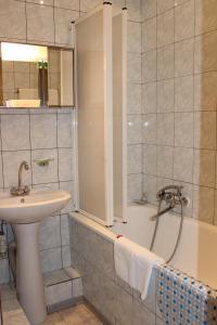 A bathroom at Yubileinaia