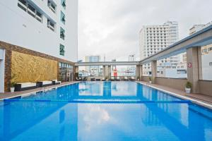 The swimming pool at or close to Muong Thanh Luxury Nha Trang Hotel