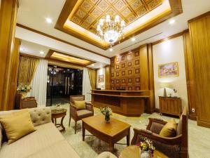Lounge oder Bar in der Unterkunft Decharme Hotel
