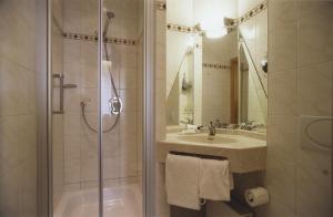Ein Badezimmer in der Unterkunft Hotel Jedermann