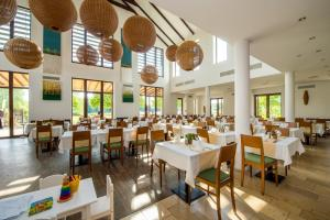 A restaurant or other place to eat at Tisza Balneum Hotel