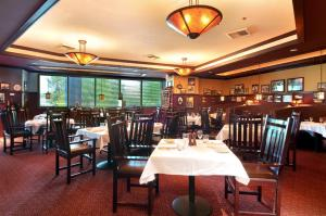 A restaurant or other place to eat at DoubleTree by Hilton Spokane City Center