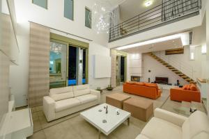Hall ou réception de l'établissement Filerimos Oasis Villa