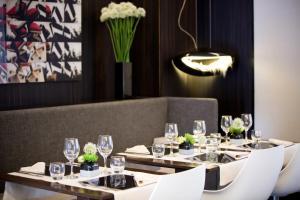 Um restaurante ou outro lugar para comer em Starhotels Tourist
