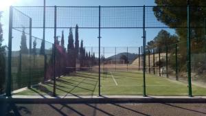 Instalaciones para jugar a tenis o squash en Casa Rural El Milano o alrededores