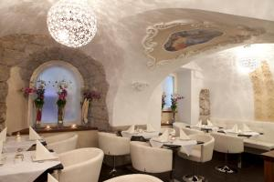 A restaurant or other place to eat at Boutiquehotel am Dom
