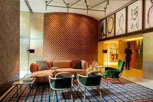 The lobby or reception area at Room Mate Giulia
