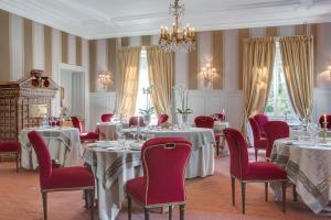 A restaurant or other place to eat at Château de Lalande - Les Collectionneurs - Périgueux