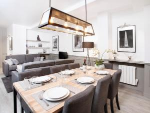 A restaurant or other place to eat at Luxury 3 Bedrooms Le Marais I by Livinparis