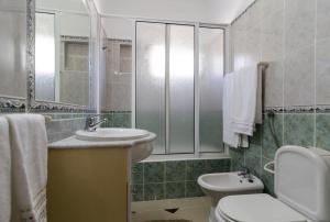 A bathroom at Armação de Pêra Villa Hedwiges