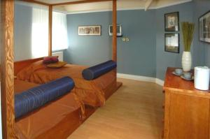 A bed or beds in a room at The Hunting Lodge