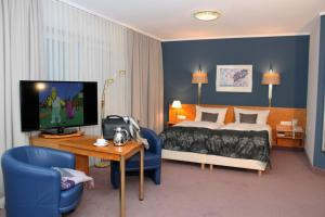 A television and/or entertainment center at Grunau Hotel